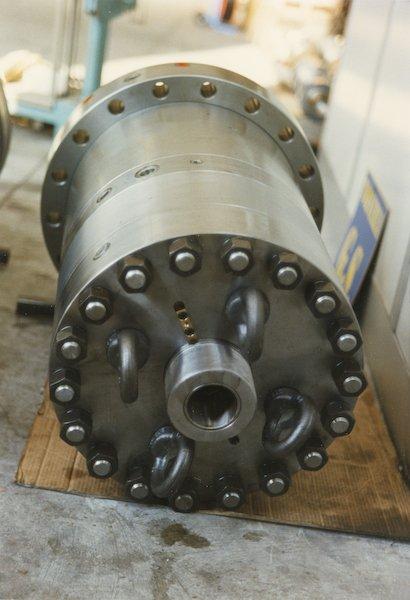 Cilindro oleodinamico per pressa testata e fondello imbullonati